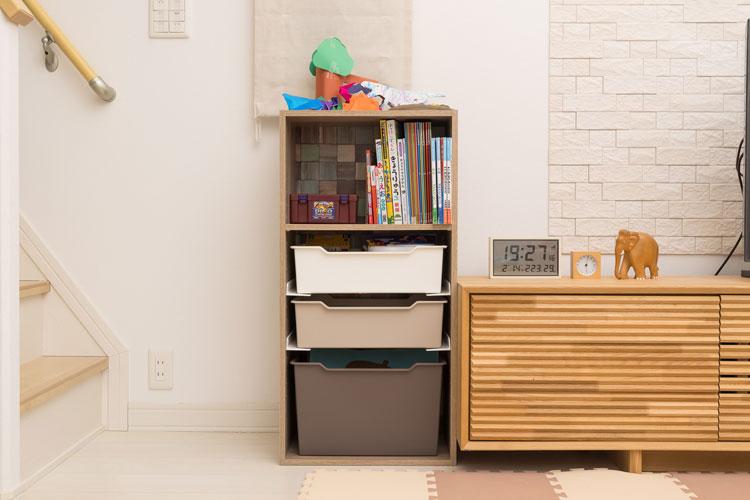 カラーボックスの収納力を最大化するアイディア集。子どものオモチャもスッキリ整理!